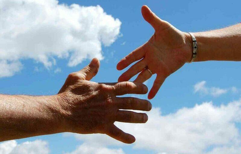 manos que se encuentras