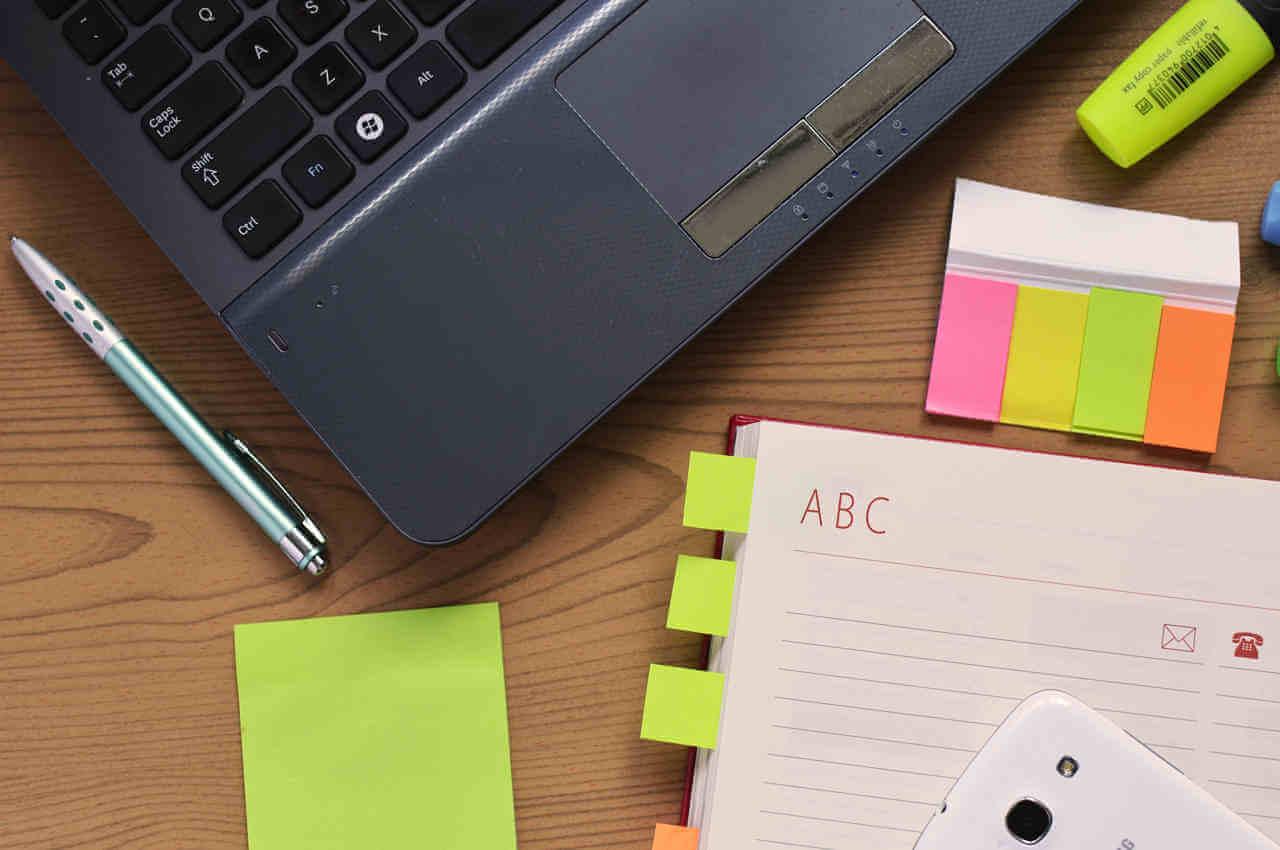 organizador y compu para adaptarte a las nuevas tecnologías