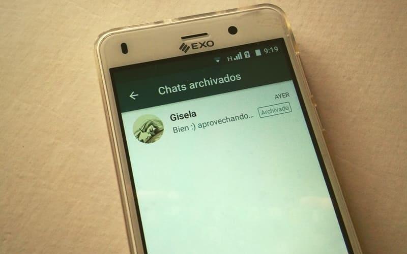 como archivar chat en whatsapp