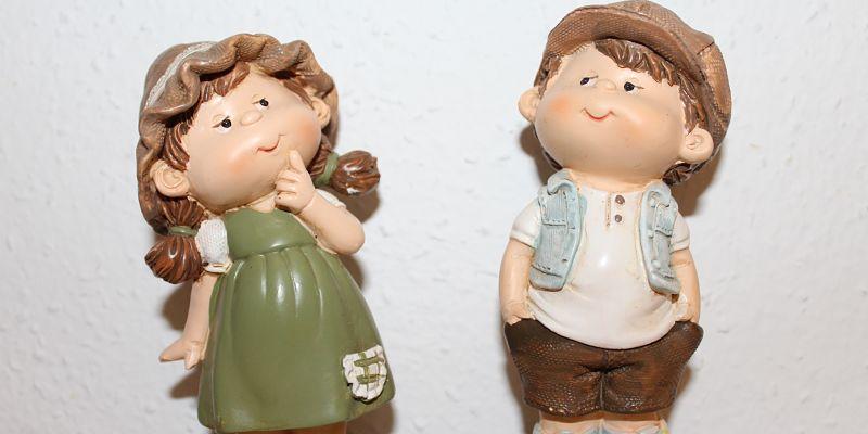 muñecos con cara pensativa en busca de su motivación
