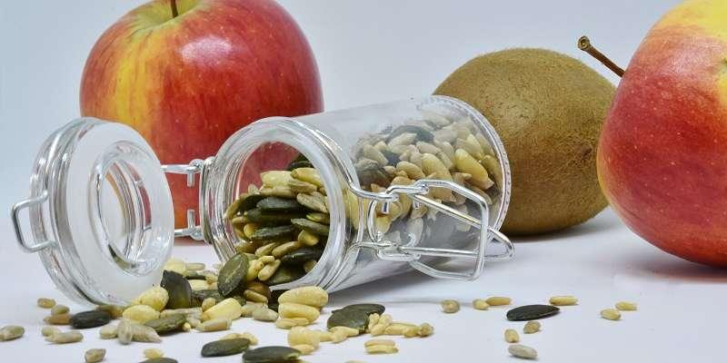 semillas acompañadas de fruta
