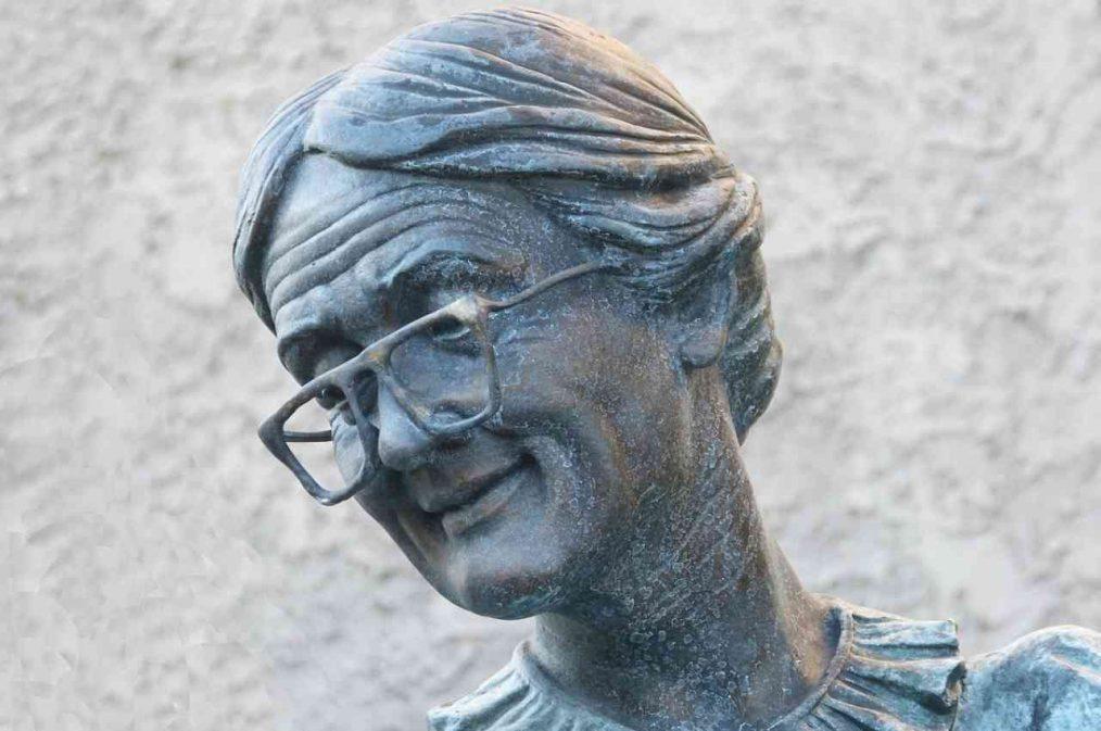 estatua de abuela