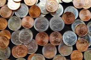 montón de nuevas monedas argentinas