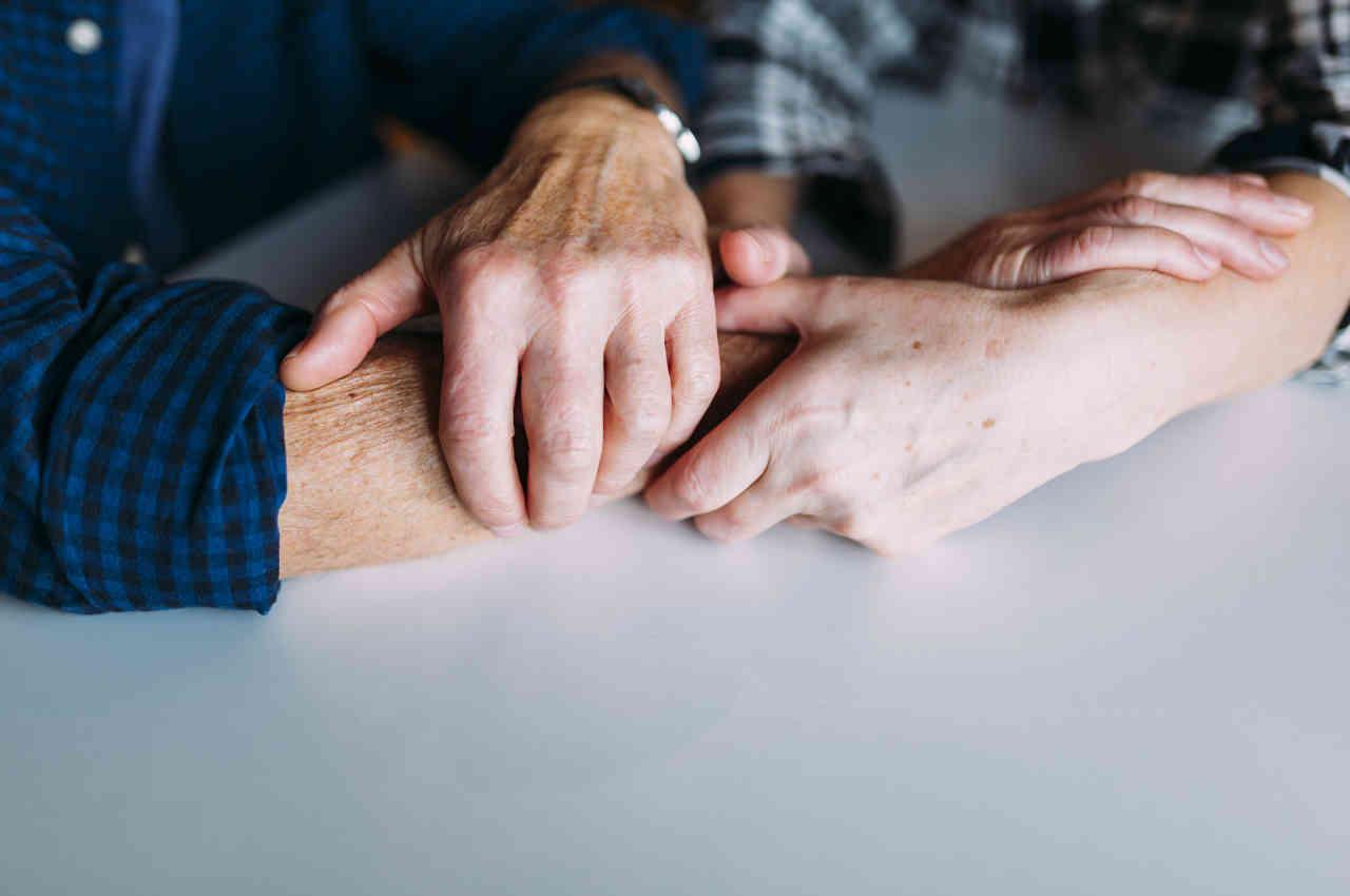 contención para el adulto mayor mediante cuidados paliativos