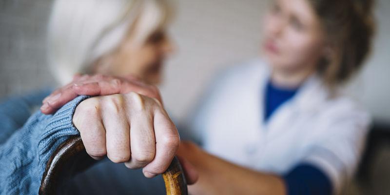 acompañamiento para el adulto mayor en cuidados paliativos