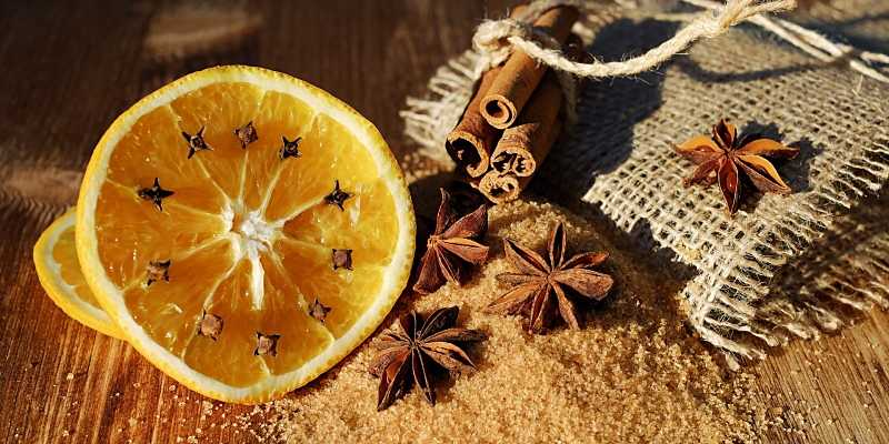 naranja con semillas incrustadas