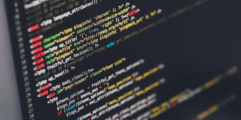 pantalla con código